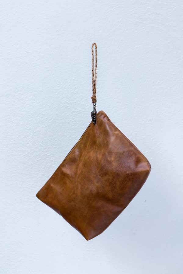 men clutch camel